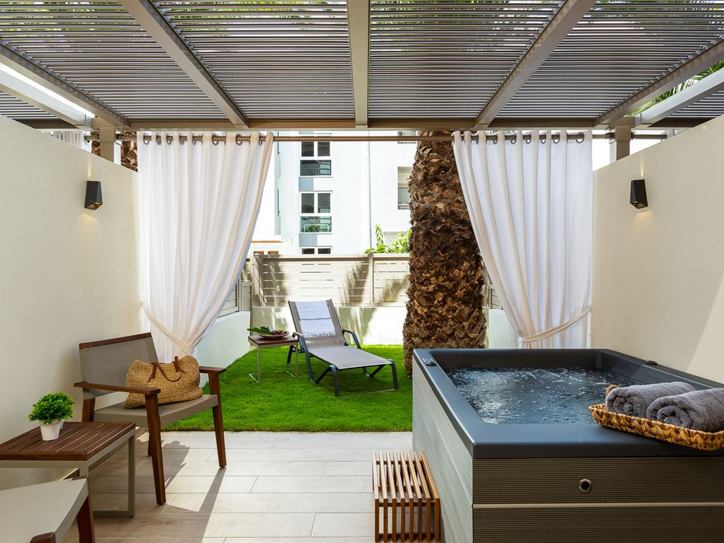 Theartemis Palace Hotel: Superior Outdoor Jacuzzi