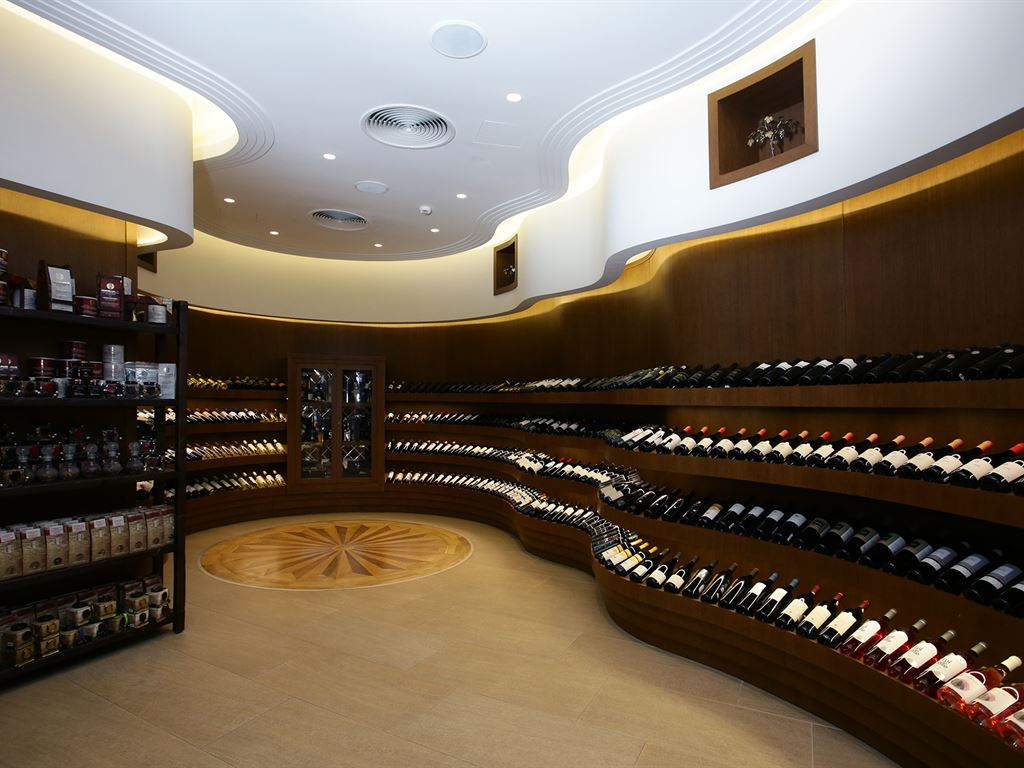 Pomegranate Wellness Spa Hotel: Wine Boutique