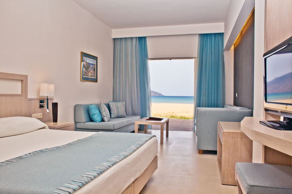 Pilot Beach Resort & Spa Hotel: Beach Front Junior Suite
