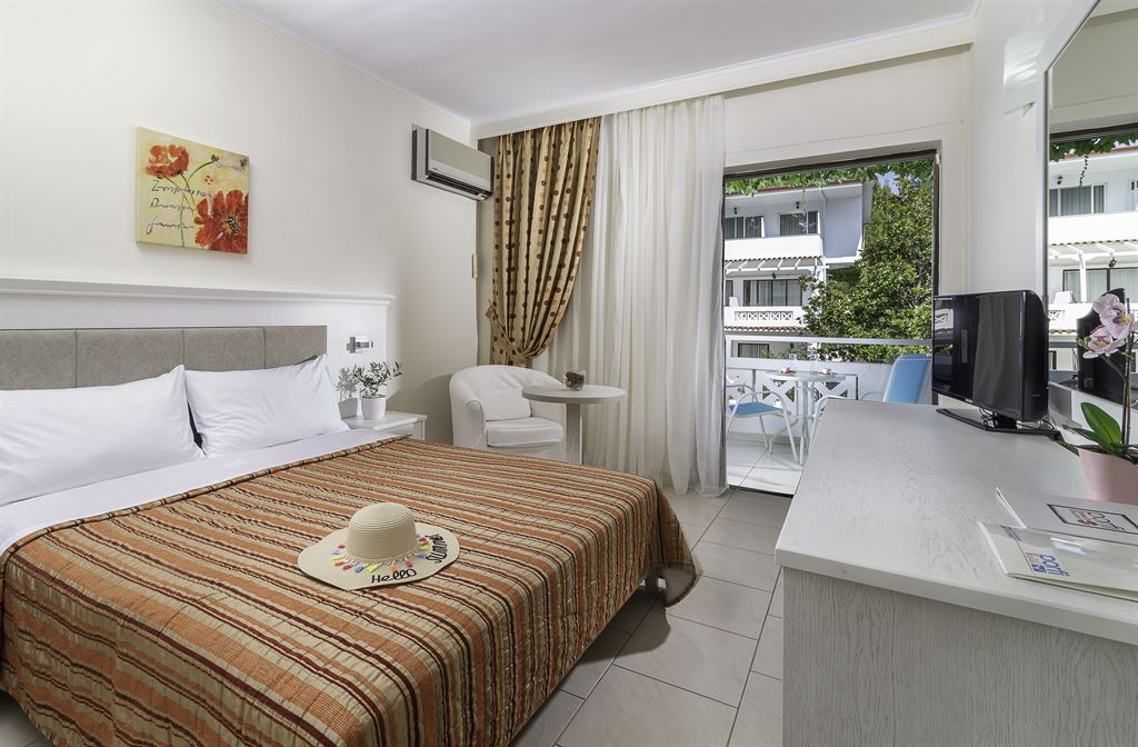Porfi Beach Hotel: Double Room