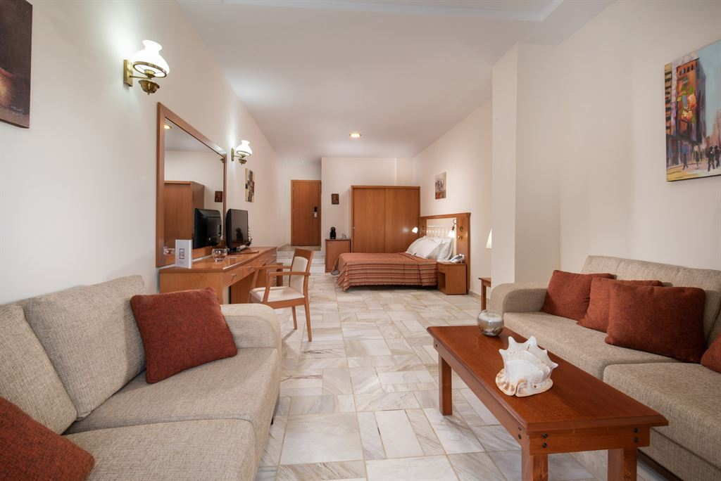Porfi Beach Hotel: Junior Suite
