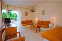 Porfi Beach Hotel: Family Suite