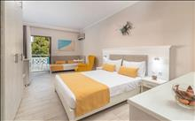 Porfi Beach Hotel: Family Superior